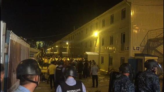 Беспорядки возле Абу-Даби Плаза в Астане