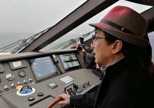 Джеки Чан купил 38-метровую яхту для нового фильма
