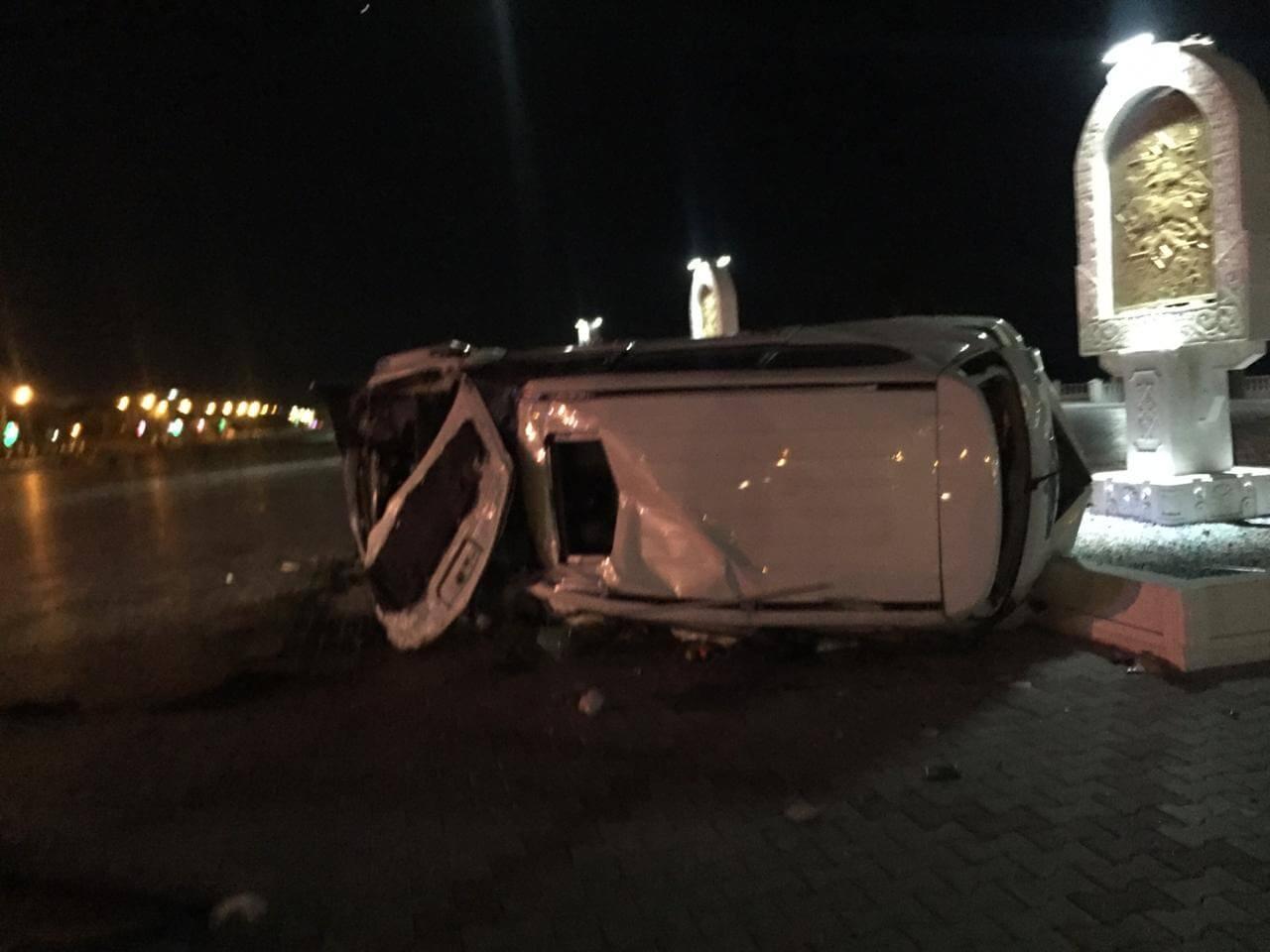 Автомобиль вылетел на пешеходную зону на набережной
